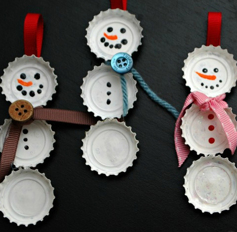 Handmade-Christmas-Decorations-Bottle-Cap-Snowmen-Click-pic-for-25-DIY-Christmas-Crafts