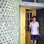 Estudante constrói escritório com 8.500 garrafas de cerveja