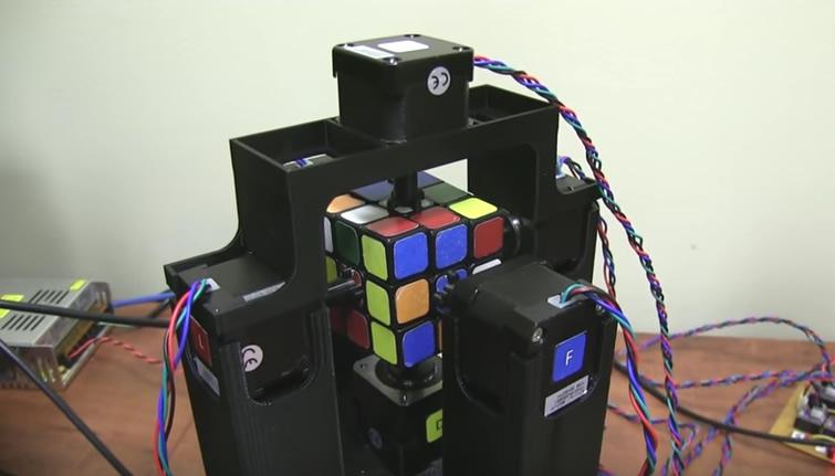 Robô consegue resolver cubo mágico em apenas 1 segundo; veja o vídeo