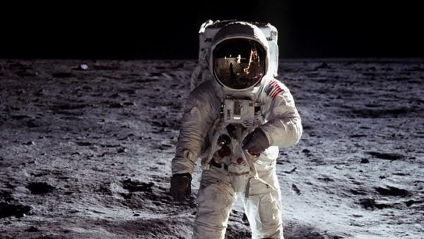 astronauta_espaço_cheiro