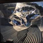 Drone descontrolado parte janela e cai na cabeça de um azarado