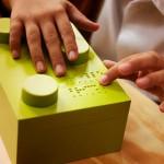 Peças de Lego em Braille ajuda na literacia de crianças cegas