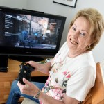 Mulher com 72 anos passa 8 horas por dia a jogar