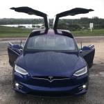 "Tesla ""instala"" nos seus carros novo Easter Eggs de Natal"