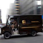 UPS proibiu os camiões de virar à esquerda – e diz poupar milhões