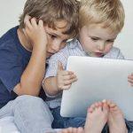 Atraso na fala das crianças por uso de ecrãs táteis
