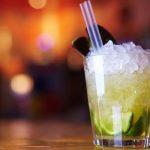 Criada palhinha que deteta drogas nas bebidas