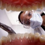 20 anos sem lavar os dentes? As consequências vão doer!