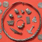 Criança de 13 anos encontra tesouro de mil anos enterrado na Alemanha