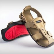 Sandálias que crescem 5 tamanhos em 5 anos para ajudar milhões de crianças pobres