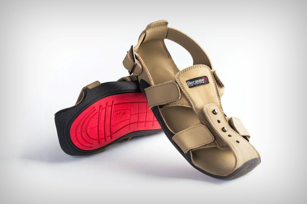 Sandálias que crescem 5 tamanhos em 5 anos para ajudar