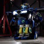 Empresas japonesas revelaram o primeiro carro do mundo que se transforma num robô e vice-versa.