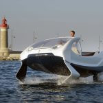 Veículo elétrico de emissões zero permite evitar engarrafamentos e navegar para o trabalho