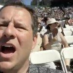 Pai acidentalmente tira selfie em vez de filmar a formatura da sua filha