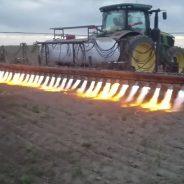 Trator lança-chamas livra-se das ervas daninhas sem utilizar pesticidas [vídeo]